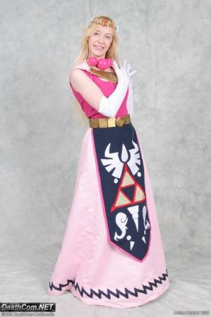 Princess Zelda from Legend of Zelda: The Wind Waker worn by Countess Lenore