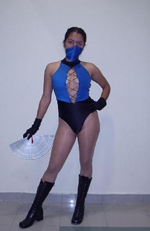 Kitana from Mortal Kombat worn by Alechan