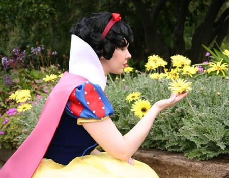 Snow White from Kingdom Hearts worn by Lynleigh XOXO Cosplay