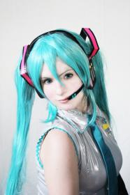 Hatsune Miku from Vocaloid 2  by FF7sam