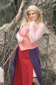 Sarah Sanderson from Hocus Pocus by Kira Rhian