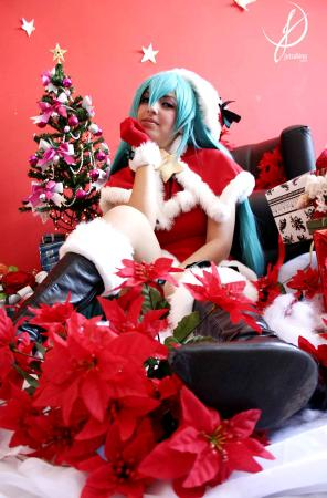Hatsune Miku from Vocaloid 2 worn by Ju Tsukino