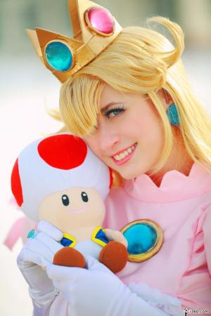Princess Peach from Super Smash Bros. Brawl worn by Alkrea