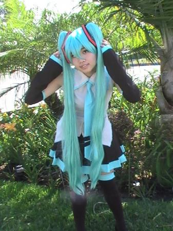 Hatsune Miku from Vocaloid 2 worn by Kimikotan