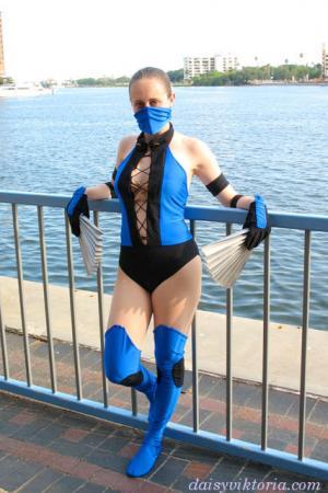Kitana from Mortal Kombat worn by Annwyn Daisy Viktoria