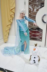 Elsa from Frozen worn by Arlette