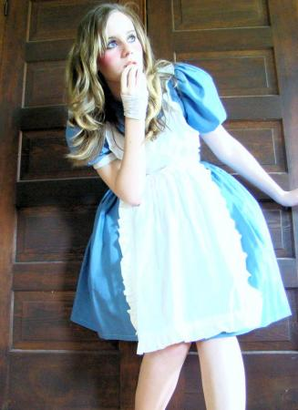 Alice from Kingdom Hearts worn by Ave Maria