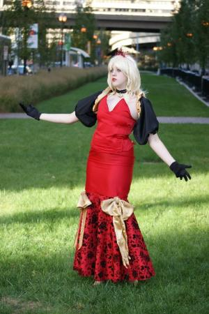 Red Queen from Alice in Wonderland worn by Leelee