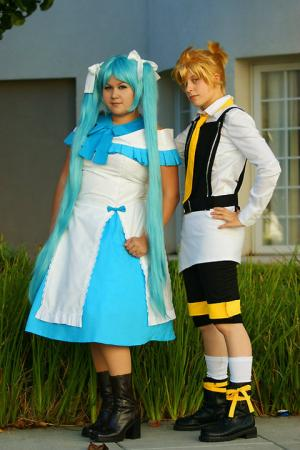 Hatsune Miku from Vocaloid 2 worn by Heza