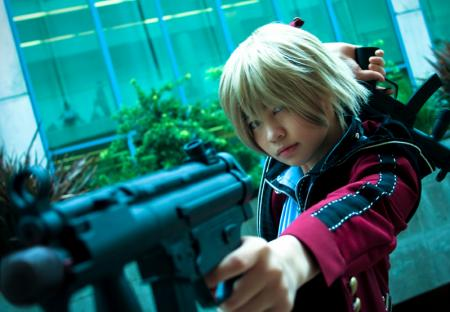 Zephyr from Resonance of Fate worn by Gwiffen