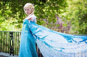 Elsa from Frozen worn by Ion