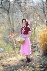 Aeris / Aerith Gainsborough from Final Fantasy VII worn by Susie