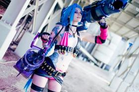 Jinx from League of Legends by jinglebooboo