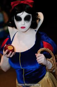 Snow White from Snow White and the Seven Dwarfs worn by liivingdeadgirl