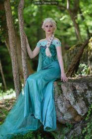 Elsa from Frozen worn by Dessi_desu