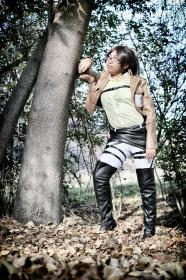 Hanji Zoe from Attack on Titan worn by Bri-chii Cosplay