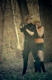 Ashley Graham from Resident Evil 4 worn by Navi Cosplay