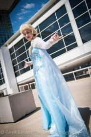 Elsa from Frozen  by Bettie Bloodshed