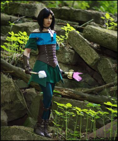Gwen from Guild Wars worn by AuroraPeachy