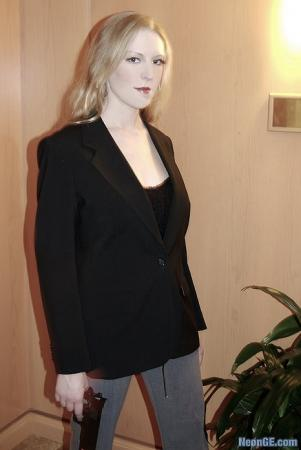 Niki/Jessica Sanders from Heroes worn by Ambrosia