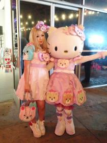 Hello Kitty from Sanrio worn by Die