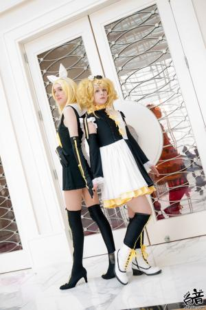 Kagamine Rin from Vocaloid 2 (Worn by blue)