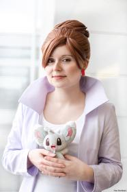 Professor Juniper from Pokemon worn by Roserevolution