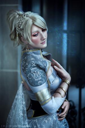 Lunafreya Nox Fleuret (Final Fantasy XV)  by TotallyToastyAri