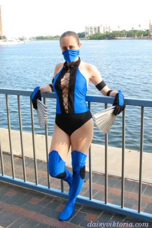 Kitana from Mortal Kombat worn by Annwyn Daisy Viktoria