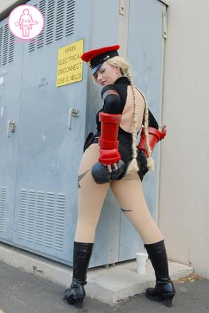 Cammy White from Street Fighter Alpha worn by Shadow Lady Chun-li