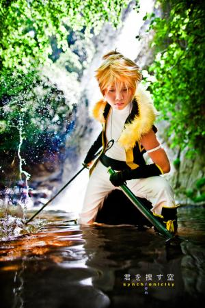 Kagamine Len from Vocaloid 2 worn by Akusesu
