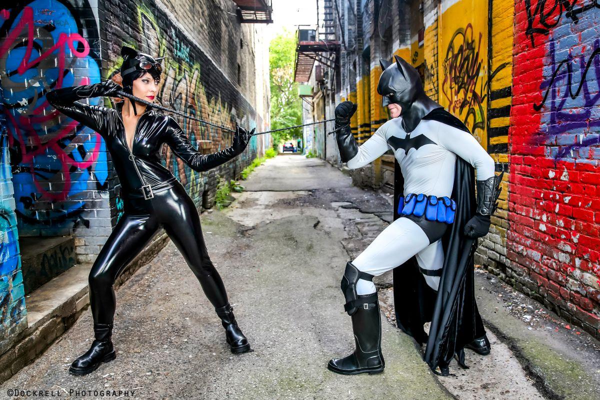 Batman cosplay strip