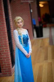 Elsa from Frozen worn by Lavendula