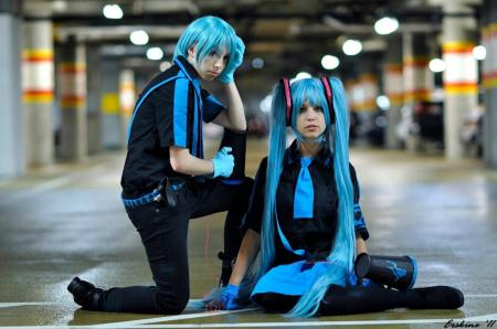 Hatsune Mikuo from Vocaloid 2 worn by mochi-snack