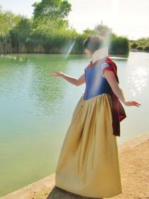 Snow White from Snow White and the Seven Dwarfs worn by Loliamelia
