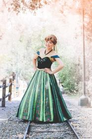 Anna from Frozen worn by Yuqi