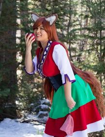 Horo from Spice and Wolf worn by Caroline Cosplay