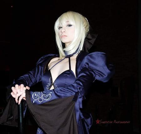 Altria Pendragon from Fate/Grand Order by Artoria Grey Cosplay